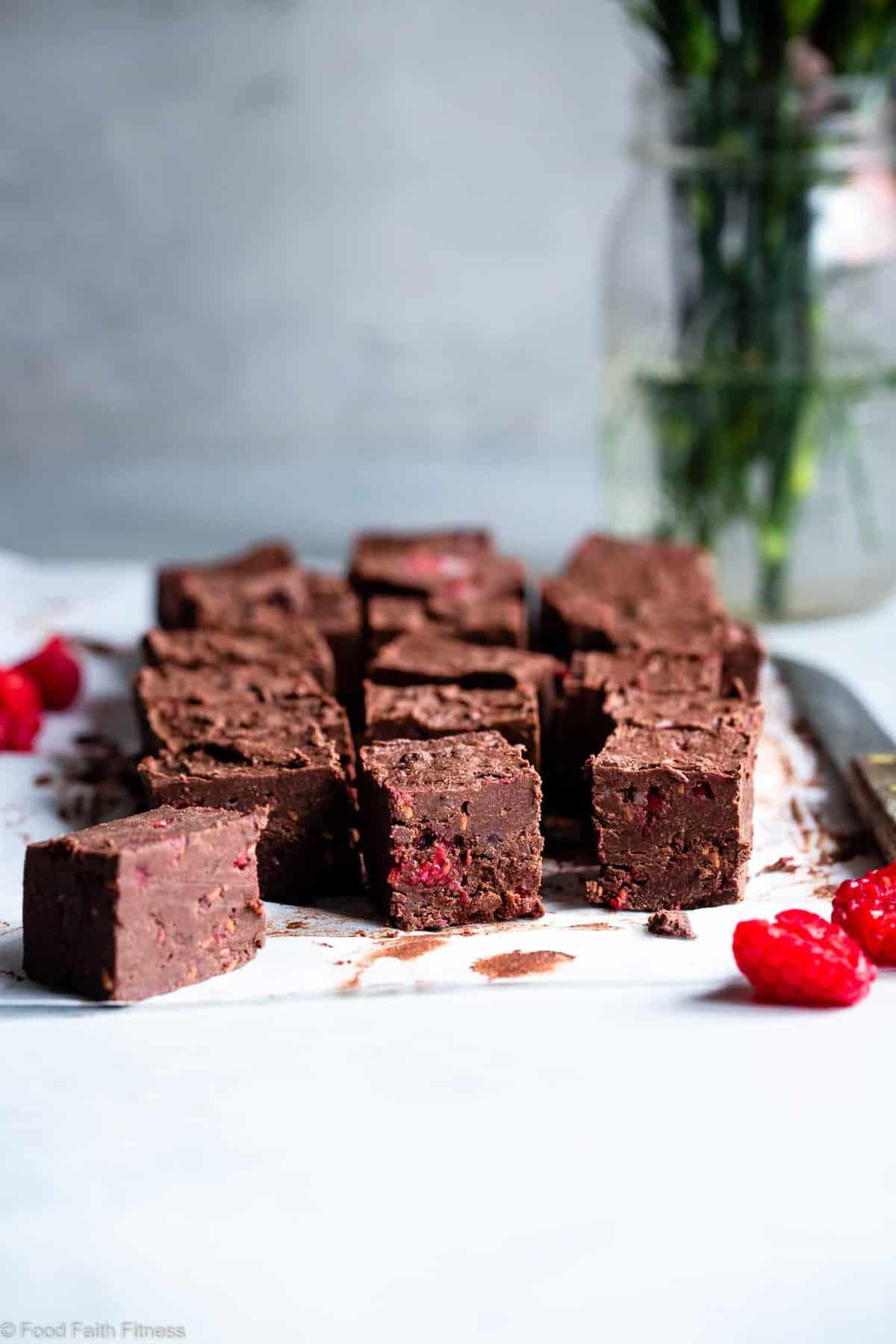 Chocolate Raspberry Paleo Coconut Oil Fudge - A healthy, quick and easy freezer fudge recipe with no thermometer needed! Gluten free, dairy free, vegan friendly and only 5 ingredients too! | #Foodfaithfitness | #Paleo #Vegan #Glutenfree #Dairyfree #healthy