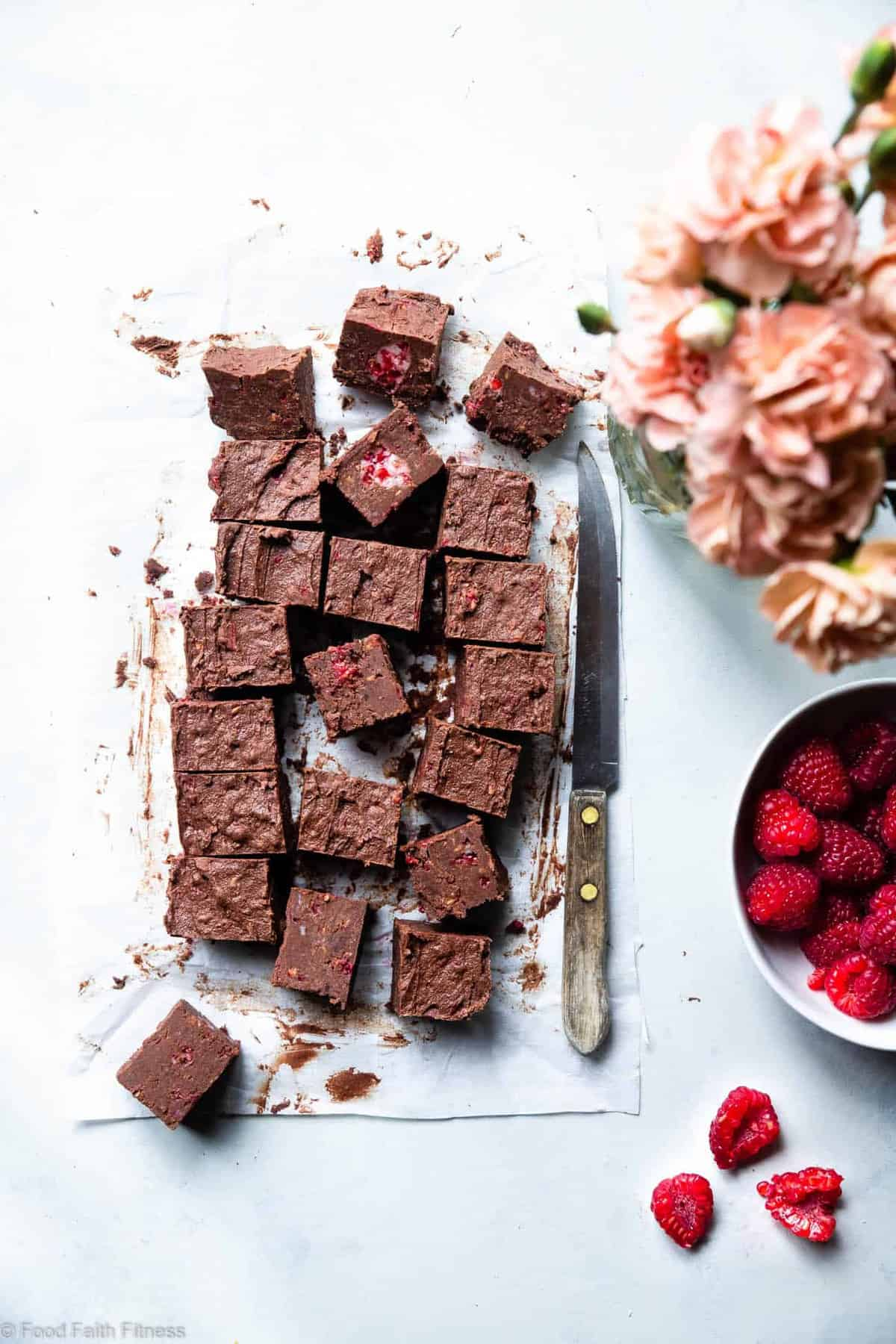 Chocolate Raspberry Paleo Coconut Oil Fudge - A healthy, quick and easy freezer fudge recipe with no thermometer needed! Gluten free, dairy free, vegan friendly and only 5 ingredients too! | #Foodfaithfitness |