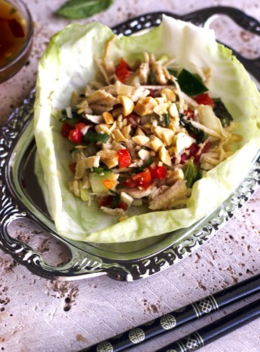 Larb Gai Lettuce Wraps {Low Carb, GF, Low Fat, High Protein and Low Calorie} - Food Faith Fitness
