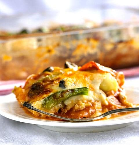 Turkey Zucchini Pizza Lasagna - Pizza and lasagna in one AMAZING, healthy dinner! | www.foodfaithfitness.com | #pizza #lasagna #zucchini #recipe