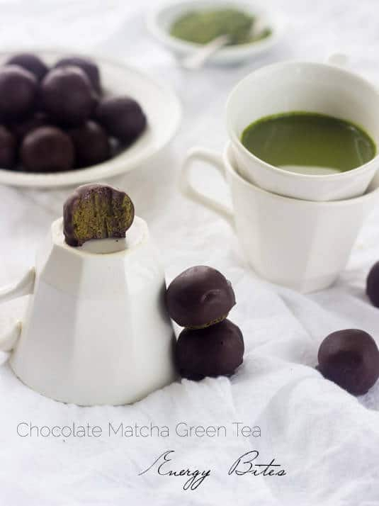 Chocolate Matcha Energy Bites - Packed with energy and only 5 ingredients! - Food Faith Fitness | #glutenfree #recipe #healthysnack