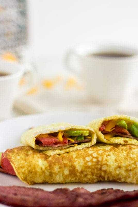 Bacon, Avocado and Tomato Egg White Wraps - Make wraps out of eggs for a quick, easy, healthy #breakfast! | Food Faith Fitness| #glutenfree #recipe