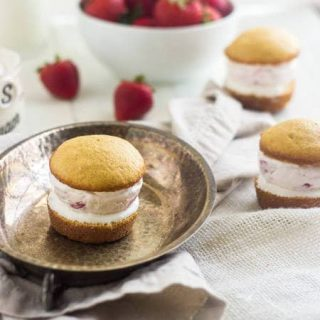 Frozen Cheesecake Strawberry Shortcake Sandwiches - SO good and perfect for Summer!| Food Faith Fitness| #icecreamsandwich #cheesecake #recipe