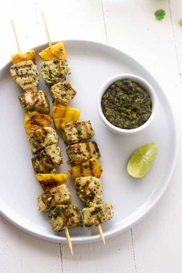 Grilled Mahi Mahi Kebabs with Macadamia Pesto - Pesto made with macadamia nuts! So easy and yummy! | Foodfaithfitness.com | Grilled Mahi Mahi Kebabs with Macadamia Pesto - Pesto made with macadamia nuts! So easy and yummy! | Foodfaithfitness.com | #pesto #kebab #recipe