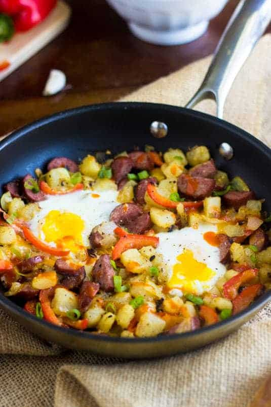Buffalo Chicken Hash - Quick, easy, healthy and perfect for a #gameday breakfast or dinner! | Foodfaithfitness.com | #recipe #glutenfree #hash