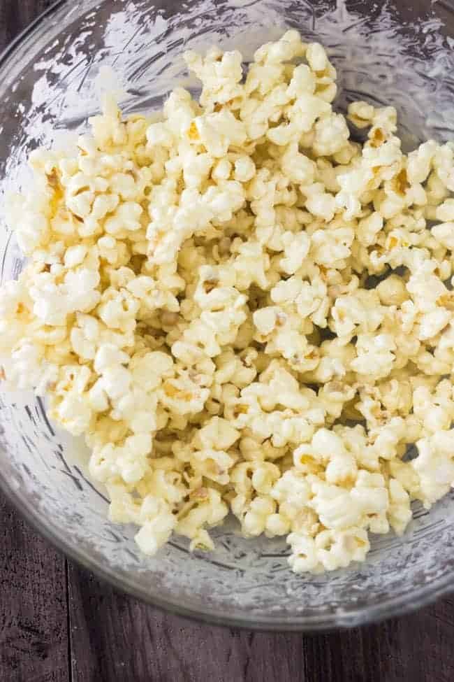 White Chocolate Pumpkin Spice Protein Popcorn - Ready in 5 minutes, SO yummy and protein packed! | Foodfaithfitness.com | #healthysnack #recipe #pumpkinspice