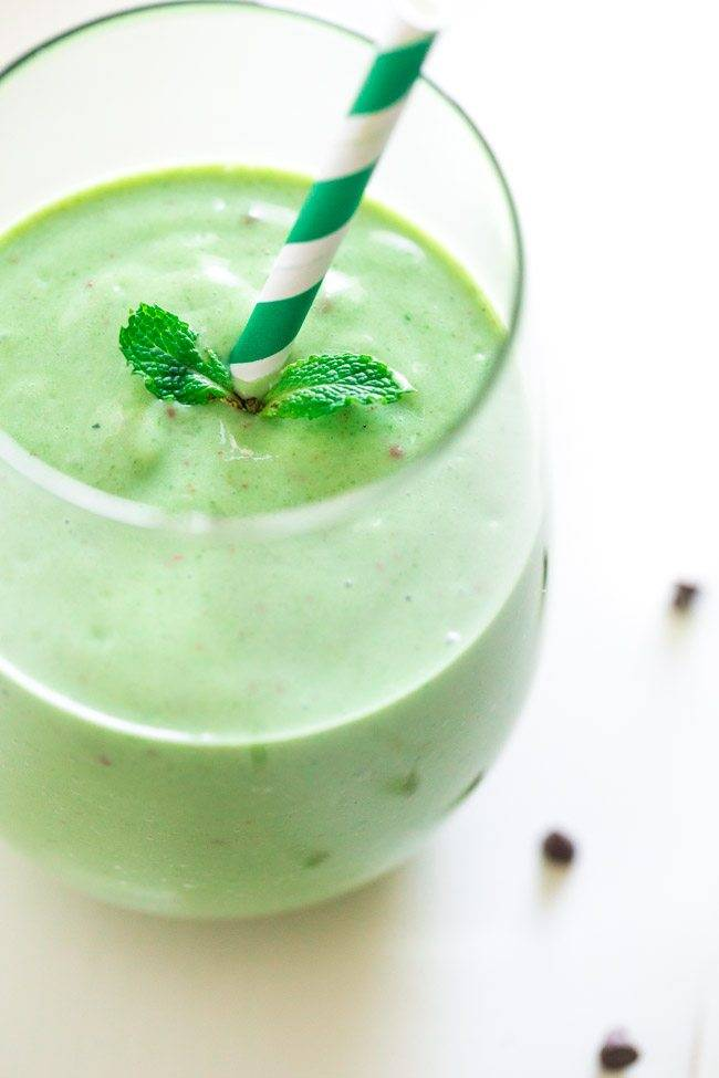 Mint Chocolate Chip Green Smoothie - Tastes like a mint chocolate chip ...