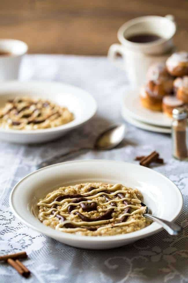 Healthy Cinnamon Roll Protein Oatmeal - This tastes EXACLTY like a cinnamon roll except it's SO quick, gluten free, protein packed and naturally sweetened. You NEED to try this! | Foodfaithfitness.com | #recipe