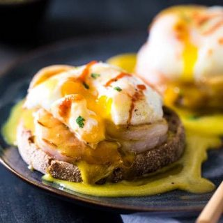 Thai Green Curry Eggs Benedict with Healthy Hollandaise Sauce - A Thai twist on the classic breakfast that is so easy and a whole lot healthier! | Foodfaithfitness.com |