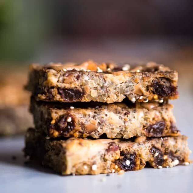 Healthy Quinoa Breakfast Bars in the Slow Cooker -The slow cooker basically makes these energy quinoa breakfast bars for you! Gluten and dairy free and loaded with fiber to keep you full! Great for snacks too! | #Foodfaithfitness | #Glutenfree #Dairyfree #Healthy #Slowcooker #Crockpot