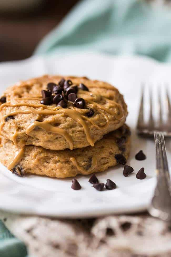 Microwave Chocolate Peanut Butter Protein Pancakes - Made in the microwave so you can have them on busy mornings! 210 calories, 25 g of protein and so healthy and tasty! | Foodfaithfitness.com | @FoodFaithFit