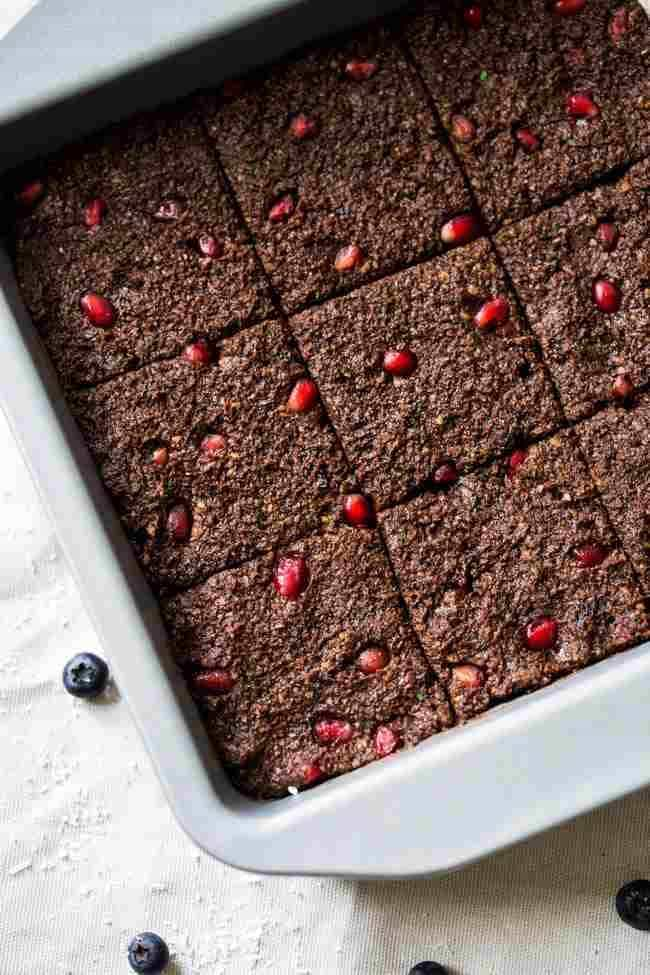 Superfood Raw Paleo Brownies - Made in the food processor and are a no-bake, healthy treat that is loaded with superfoods and protein! Easy and delicious!   Foodfaithfitness.com   @FoodFaithFit