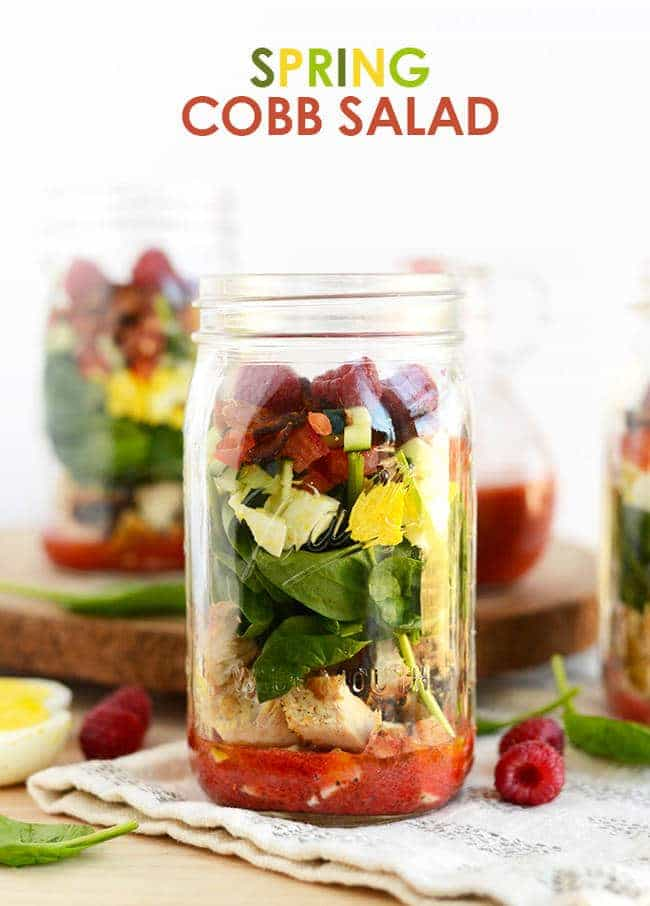 Healthy Taco Salad Recipe - Low carb, gluten free and Paleo friendly! It's served in a mason jar for a portable, easy lunch, that wont get soggy! | Foodfaithfitness.com | @FoodFaithFit