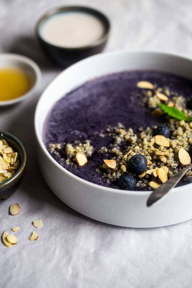 Blueberry Almond Breakfast Quinoa Smoothie Bowl – Quinoa made with vanilla almond milk and mixed with a blueberry smoothie for a quick and easy breakfast that is healthy, dairy/gluten free and loaded with superfoods! | Foodfaithfitness.com | @FoodFaithFit
