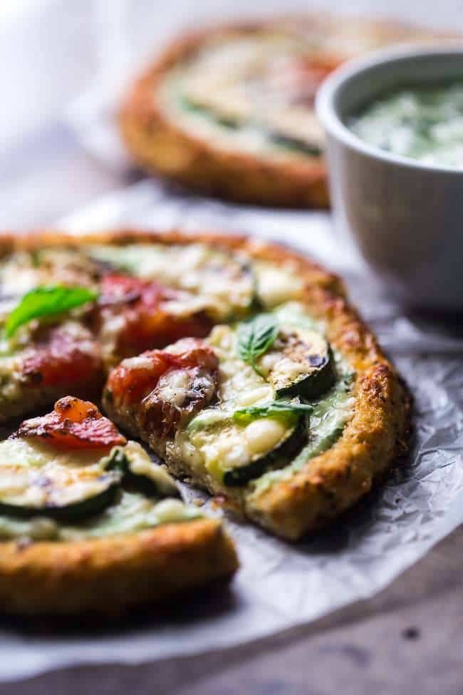 Grilled Veggie Cauliflower Pizza with Greek Yogurt Pesto - Low carb, high protein, meatless and under 350 calories! Learn the secret to cauliflower crust that doesn't get soggy! | FoodFaithFitness.com | @FoodFaithFit