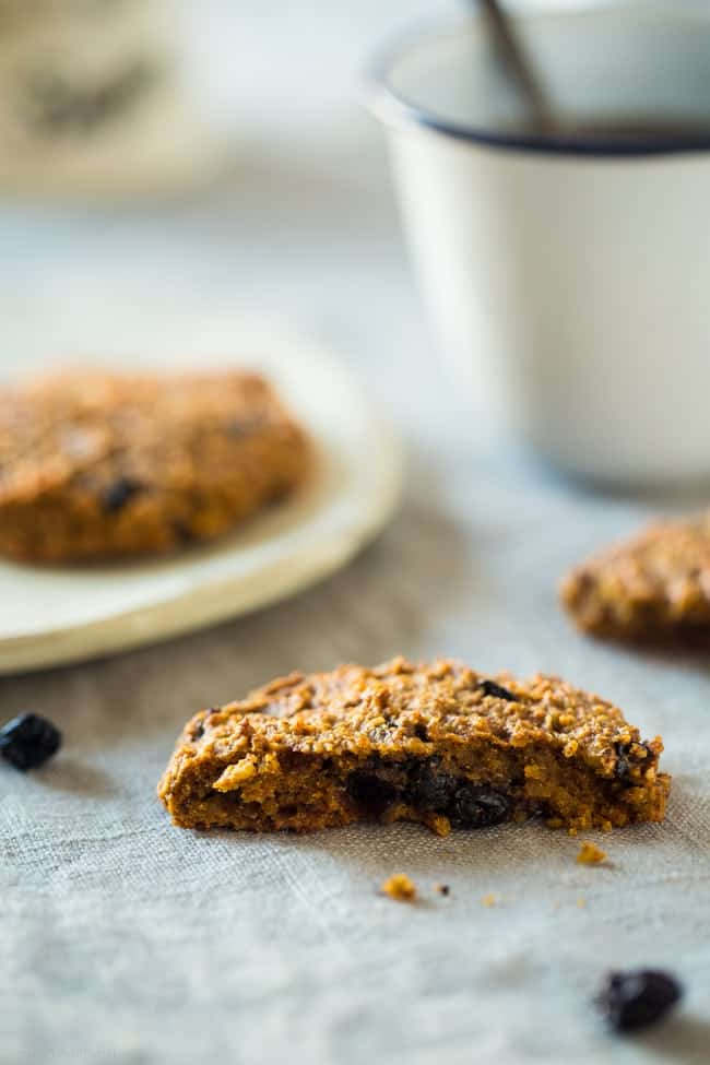 Vegan Healthy Blueberry Muffin Breakfast Cookies - These taste just like healthy blueberry muffins in a portable breakfast form! They're easy, low carb, gluten free, and secretly packed with superfoods! | Foodfaithfitness.com | @FoodFaithFit