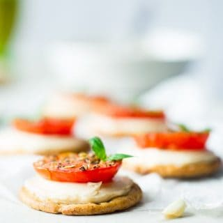 5 Ingredient Pizza Bites - These easy, healthy and gluten free pizza bites are SO simple to make and only use 5 ingredients! They're the perfect snack for after school that has all all the pizza taste without all the work! | Foodfaithfitness.com | @FoodFaithFit