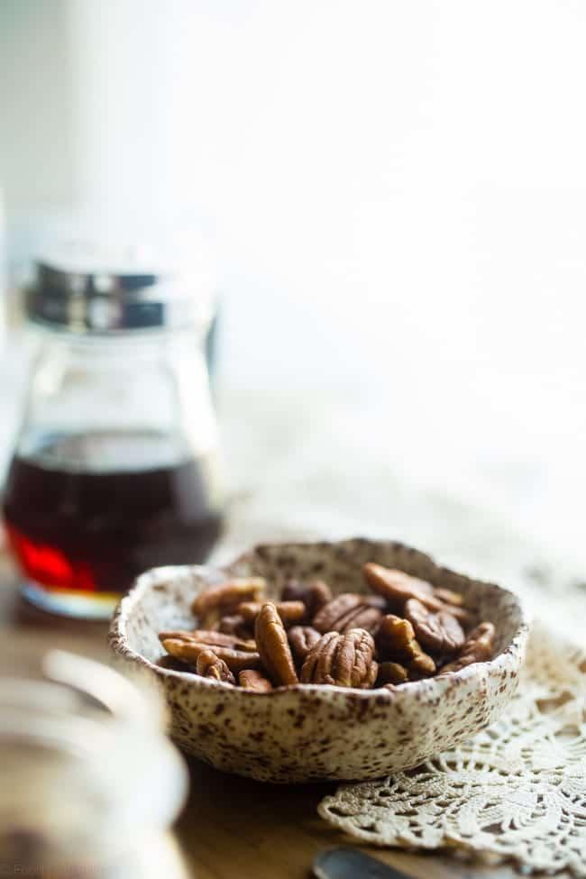 6 Ingredient Vegan Pecan Pie Overnight Oats - These healthy overnight oats taste like pecan pie! They're a 10 minute, gluten free make-ahead breakfast with only 6 ingredients that tastes like dessert! | Foodfaithfitness.com | @FoodFaithFit