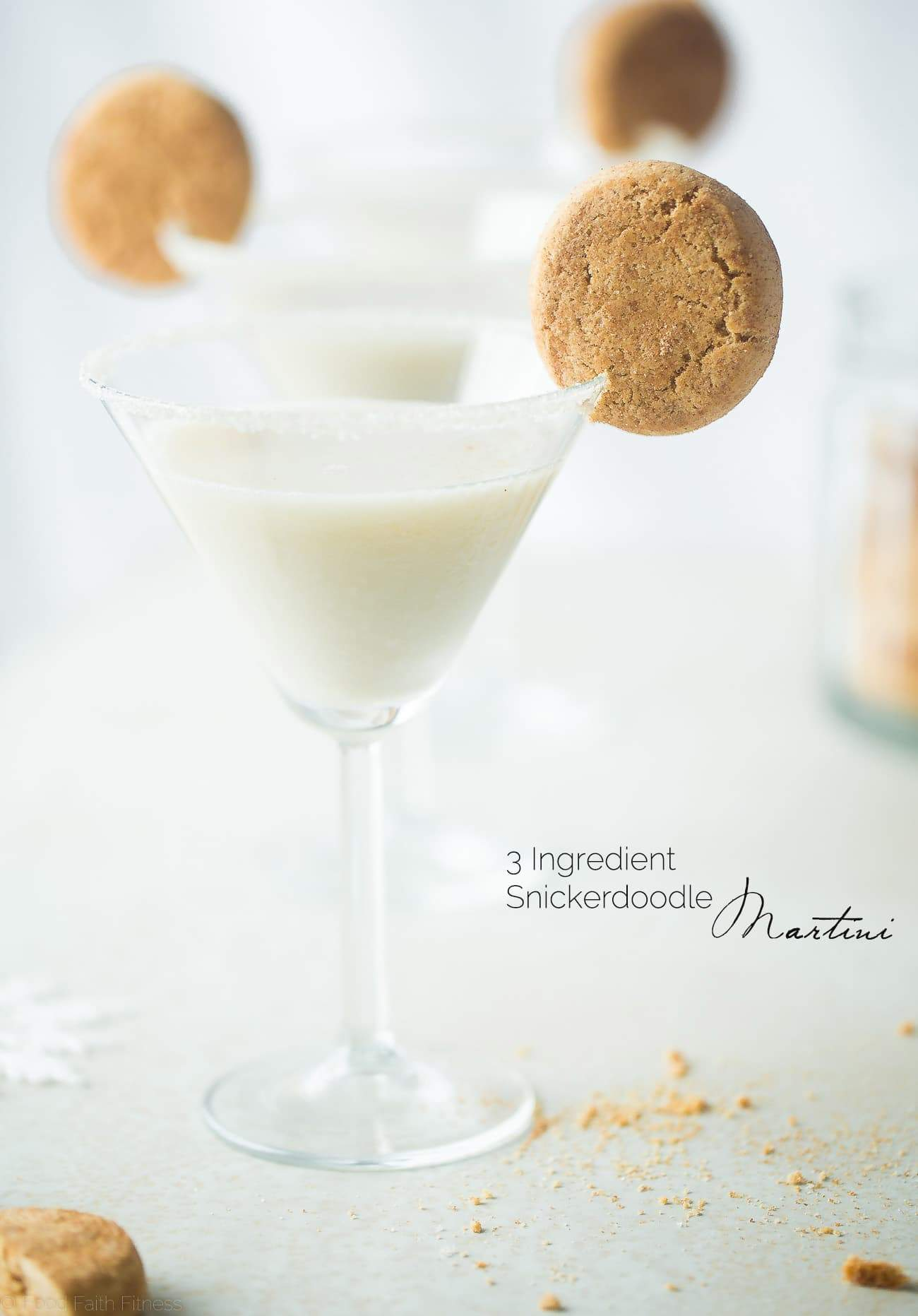 3 Ingredient Snickerdoodle Martini - This easy, 3 ingredient martini tastes like a snickerdoodle cookie! It's a creamy, healthier and dairy-free cocktail that is perfect to serve on Christmas! | Foodfaithfitness.com | @FoodFaithFit