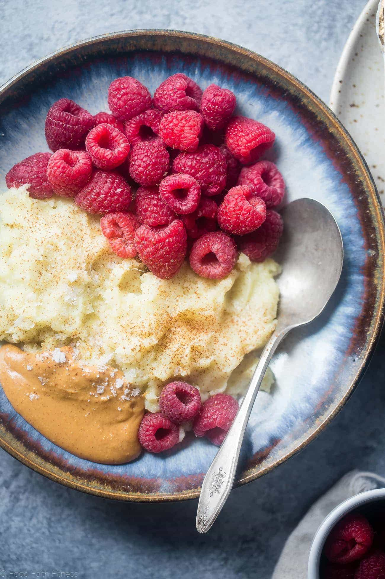 PB & J Sweet Potato Breakfast Bowl - This easy, 5 ingredient, paleo and vegan friendly breakfast bowl is a gluten free, whole30 compliant breakfast that is only 200 calories! | Foodfaithfitness.com | @FoodFaithFit
