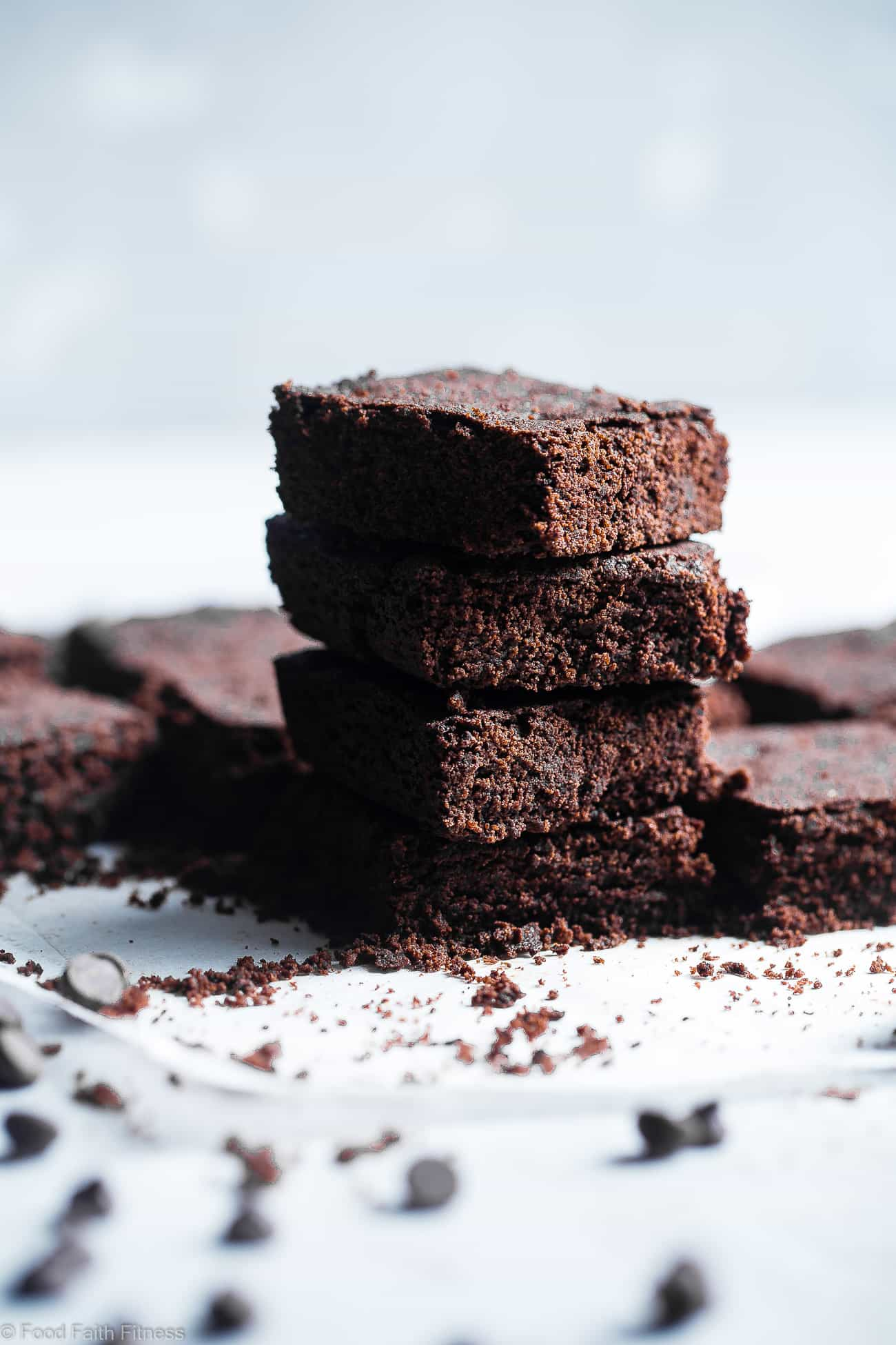 Keto Protein Low Carb Brownie Recipe -These gluten free brownies SO dense and chewy you would never believe they are only 107 calories and sugar/grain/dairy/gluten free and paleo friendly! The perfect healthy treat! | Foodfaithfitness.com | @FoodFaithFit