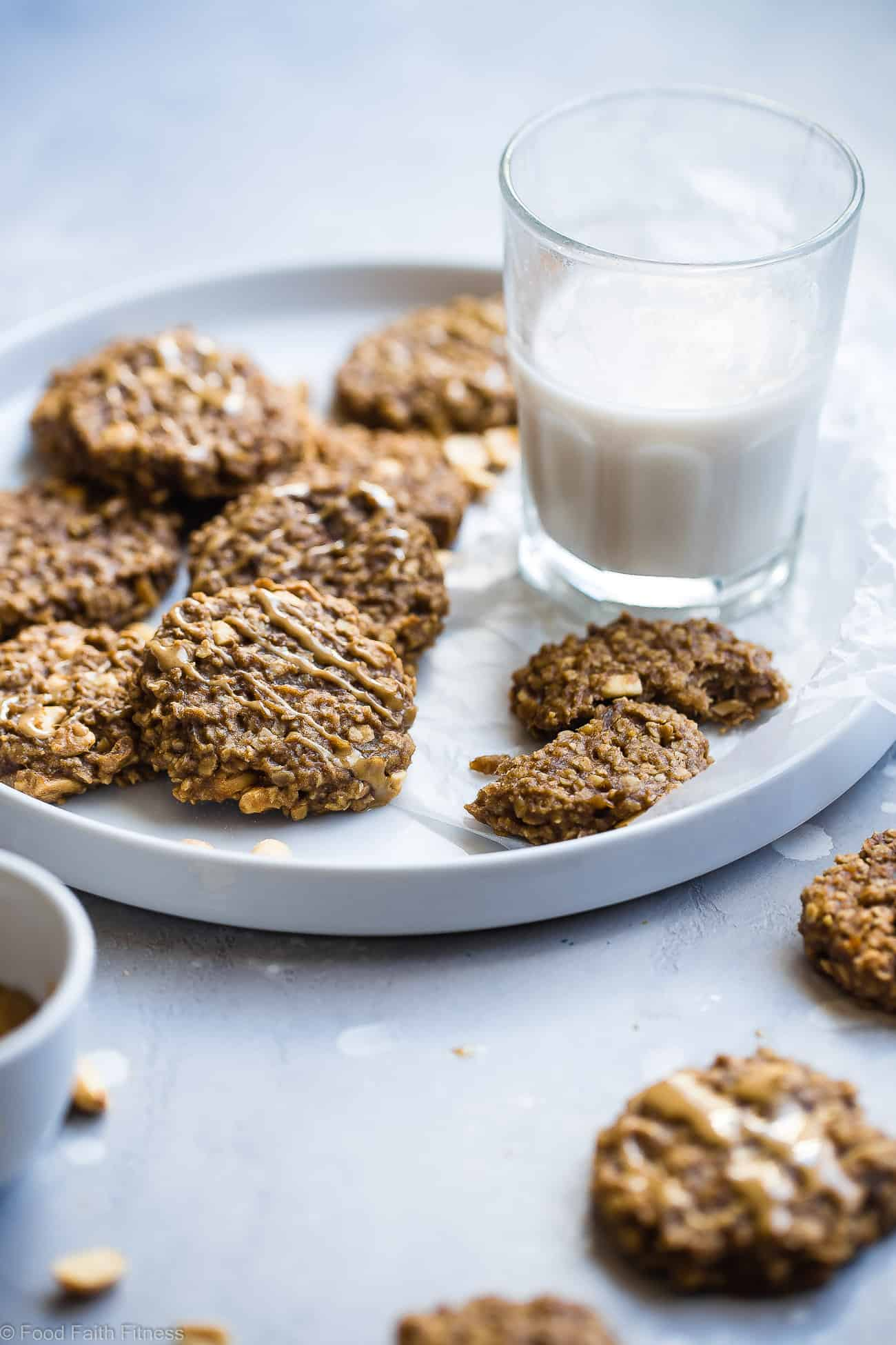 Easy Peanut Butter Oatmeal Banana Cookies - These recipe for banana cookies use only 5 simple ingredients and are dairy free and vegan friendly! A healthy treat for kids and adults that can be a breakfast or snack! | Foodfaithfitness.com | @FoodFaithFit