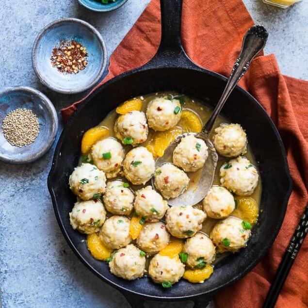 Whole30 Orange Turkey Meatballs - These easy, paleo friendly meatballs taste like Asian orange chicken in meatball form! They're a family friendly gluten/grain/dairy/sugar free weeknight meal, that's under 300 calories! You won't miss the deep frying! | #Foodfaithfitness | #paleo #whole30 #glutenfree #meatballs #healthy