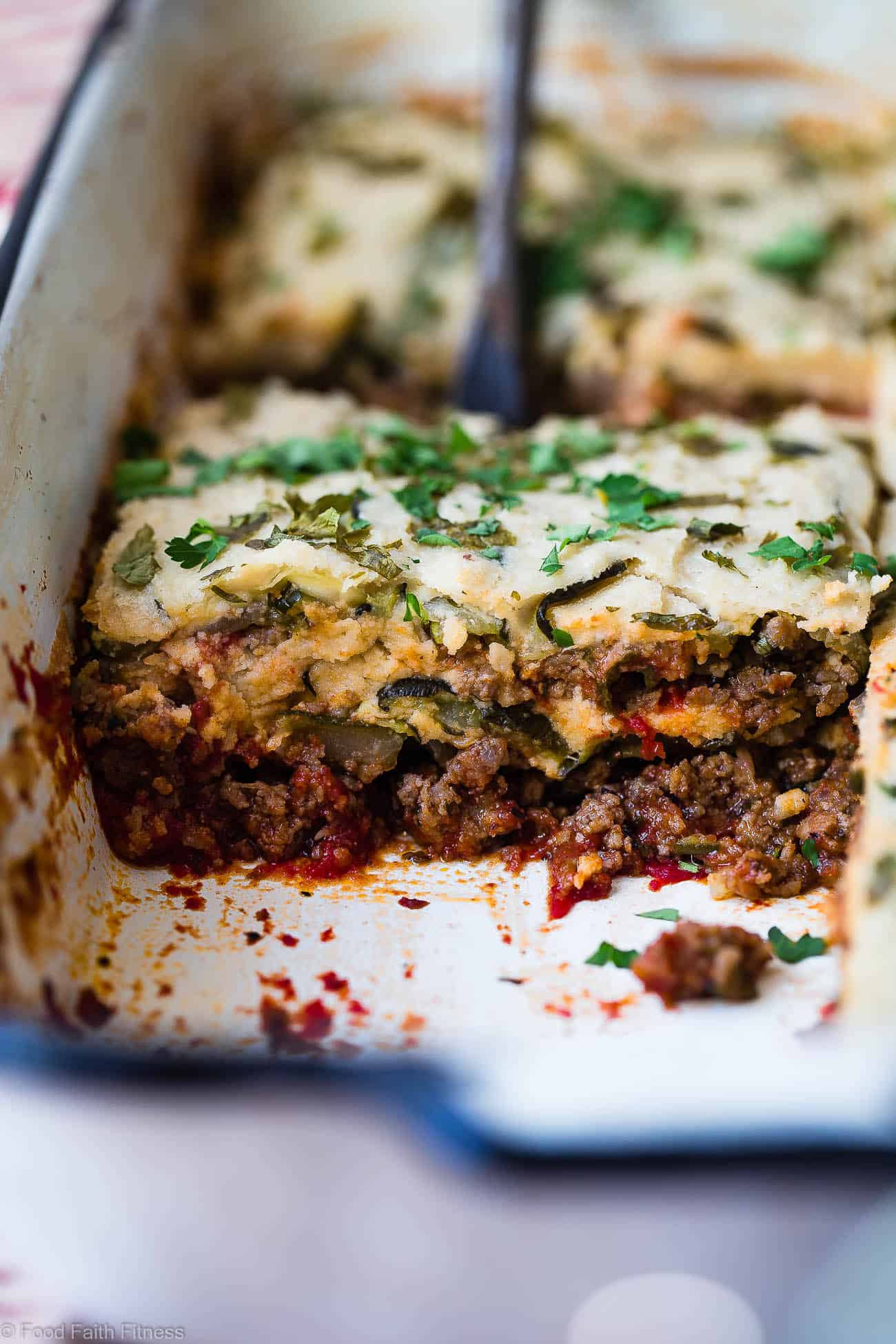Low Carb Paleo Zucchini Lasagna - You will never know this family-pleasing lasagna is gluten/grain/dairy free, low carb and whole30 compliant! Not even the pickiest eaters will miss the cheese and pasta! | #Foodfaithfitness | #Paleo #whole30 #lowcarb #lasagna #glutenfree