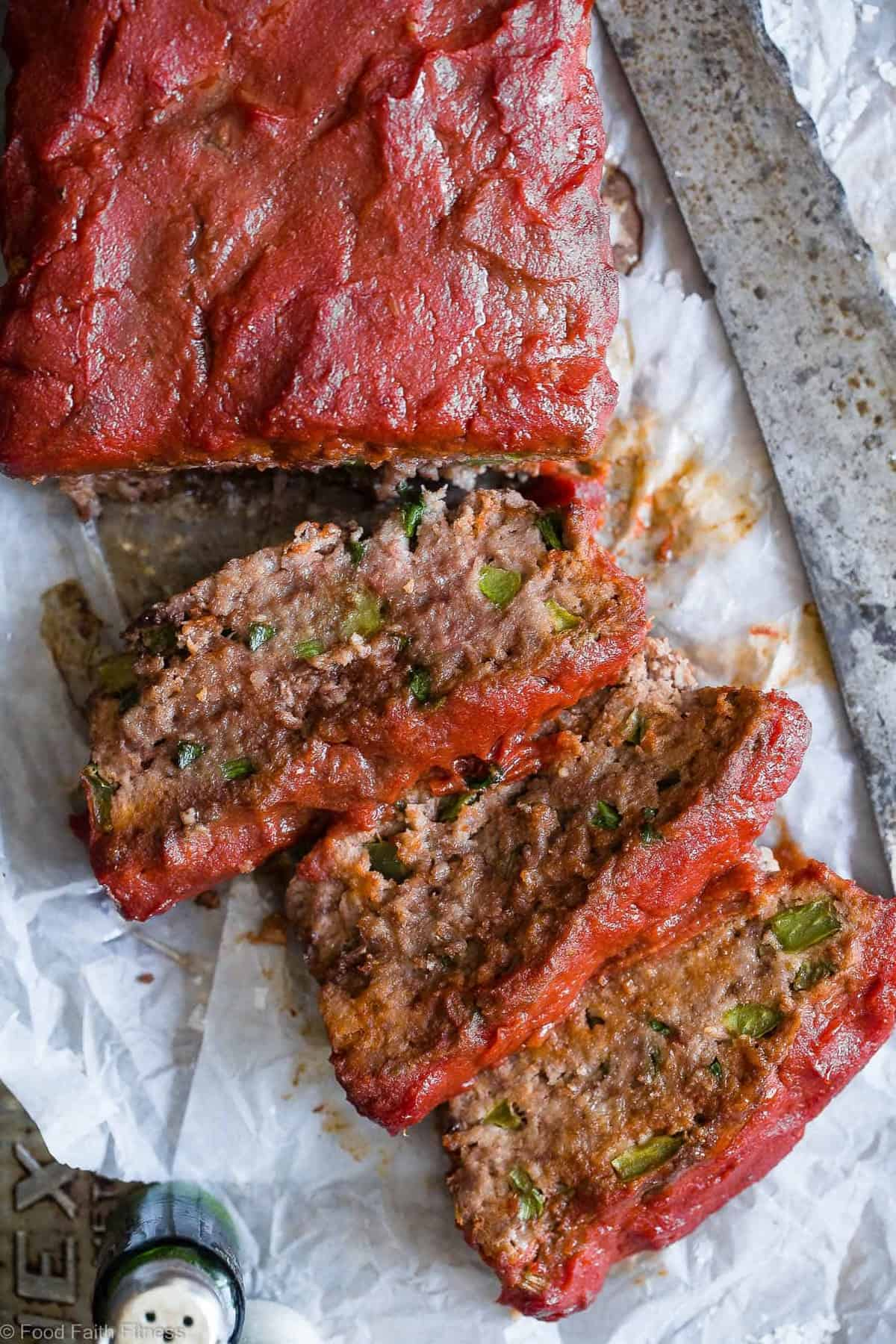 Easy Low Carb Paleo Meatloaf - This healthy Paleo and low carb Meatloaf is a family-friendly weeknight dinner that's gluten/grain/dairy/sugar free and whole30 compliant! Only 210 calories and picky eater approved! | #Foodfaithfitness | #Paleo #Whole30 #Keto #Glutenfree #LowCarb