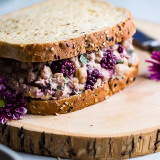 Blackberry Balsamic Vegan Chickpea Salad Sandwich - This simple sandwich has tangy notes of balsamic vinegar, sweet blackberries and fresh basil! It's a healthy, dairy and gluten free lunch that's packed with plant protein and fiber to keep you FULL! | #Foodfaithfitness | #Glutenfree #Vegan #Healthy #MealPrep #Dairyfree