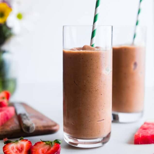 Healthy Strawberry Watermelon Smoothie -This fresh, CREAMY Healthy Summer Smoothie is a DELICIOUS way to start the day! Paleo and vegan friendly and made with clean ingredients that even kids will love! | #Foodfaithfitness | #Vegan #Paleo #DairyFree #Cleaneating #Smoothie