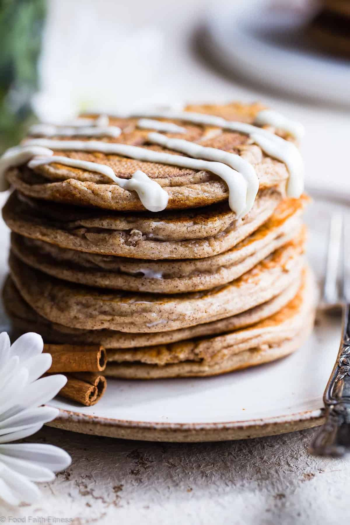 Easy Cinnamon Roll Gluten Free Low Carb Keto Protein Pancakes - These EASY, low carb high protein pancakes recipe is going to be your new favorite breakfast! Great for kids and adults and packed with 23g of protein! Who doesn't want to wake up to healthy cinnamon rolls?! | #Foodfaithfitness | #Keto #Lowcarb #Glutenfree #Healthy #Pancakes