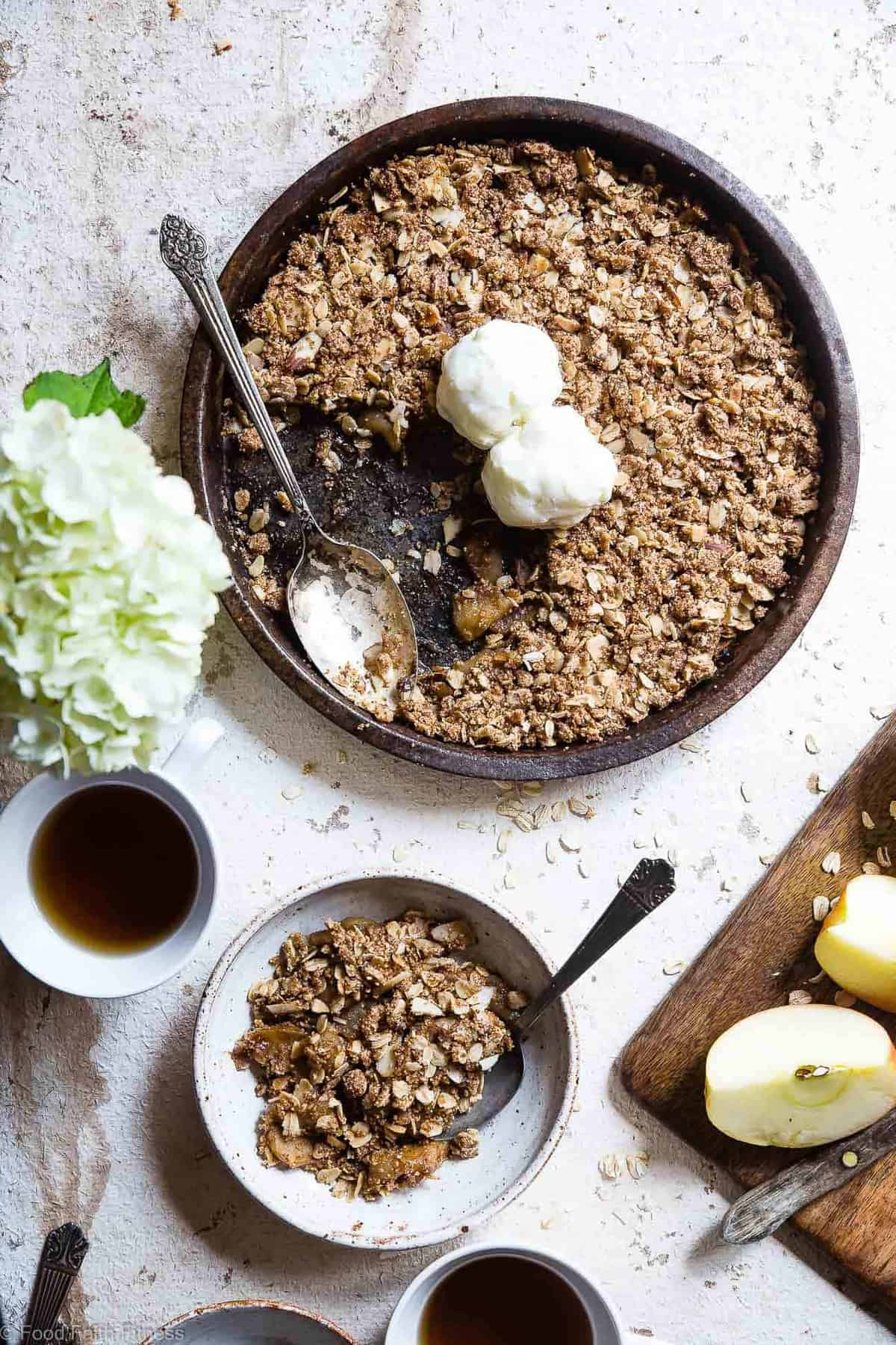 Easy Vegan Gluten Free Apple Crisp - This vegan apple crisp recipe with oats is made with SUPER simple, wholesome ingredients and is perfectly spicy-sweet and yummy! The perfect, cozy fall dessert that you will never believe is gluten/dairy/egg free and healthy! | #Foodfaithfitness | #Glutenfree #Vegan #Dairyfree #Healthy #Eggfree