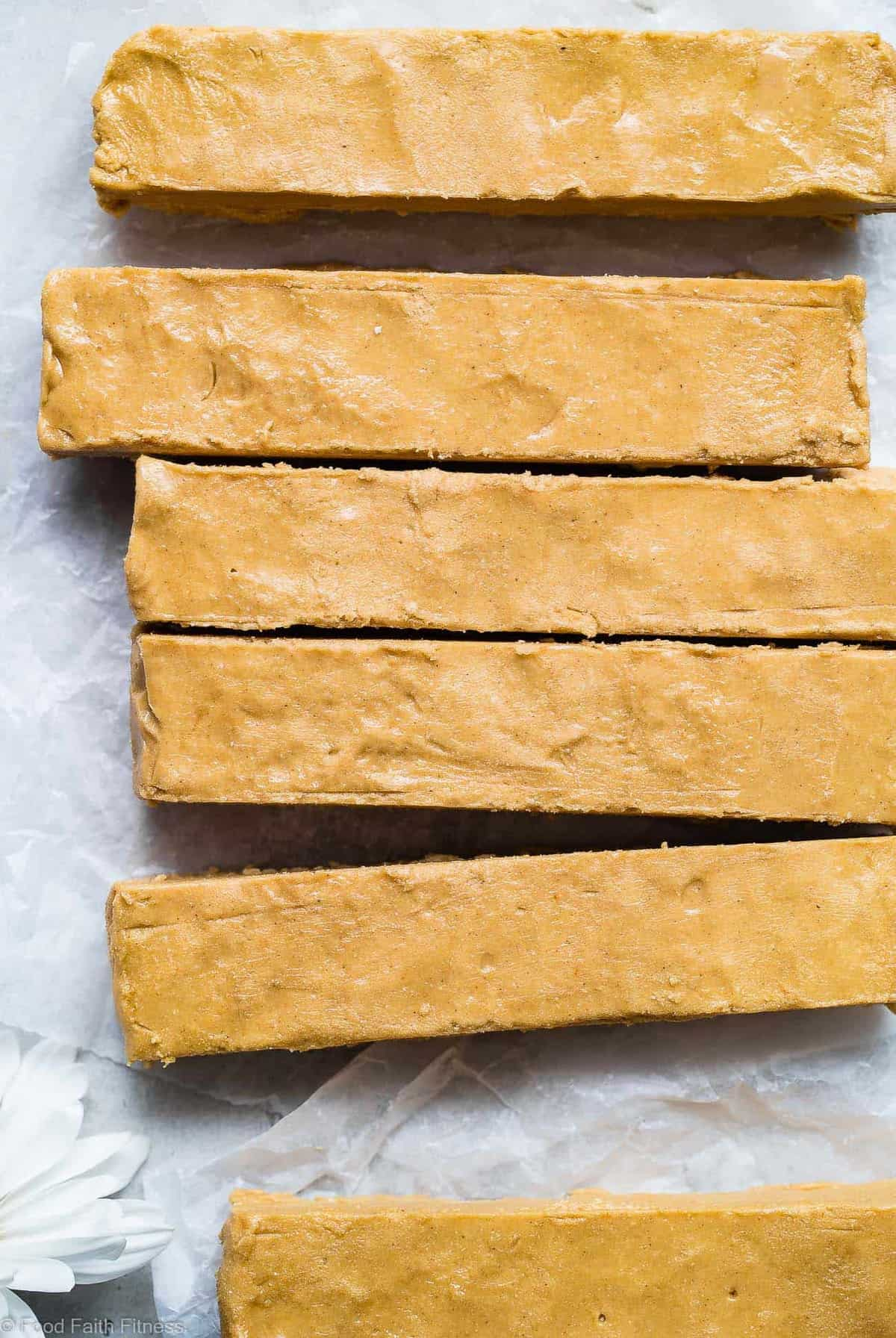 Homemade Perfect Bars -This homemade Perfect Bar Recipe tastes exactly like the store bought version, and is only 5 ingredients and so easy to make! Gluten free and healthy with a paleo option! | #Foodfaithfitness | #Glutenfree #Paleo #Healthy #Dairyfree #Snacks