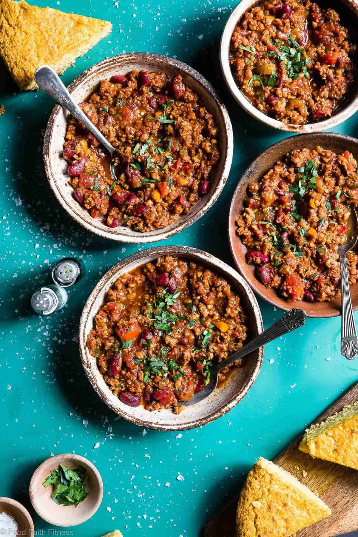 Instant Pot Meatless Vegan Chili -  You will NEVER believe that this is a vegetarian chili recipe! It's a healthy, gluten free weeknight meal that is ready in only 30 minutes! Even meat-eaters are going to LOVE this recipe! | #Foodfaithfitness | #Vegan #Vegetarian #Chili #Instantpot #healthy