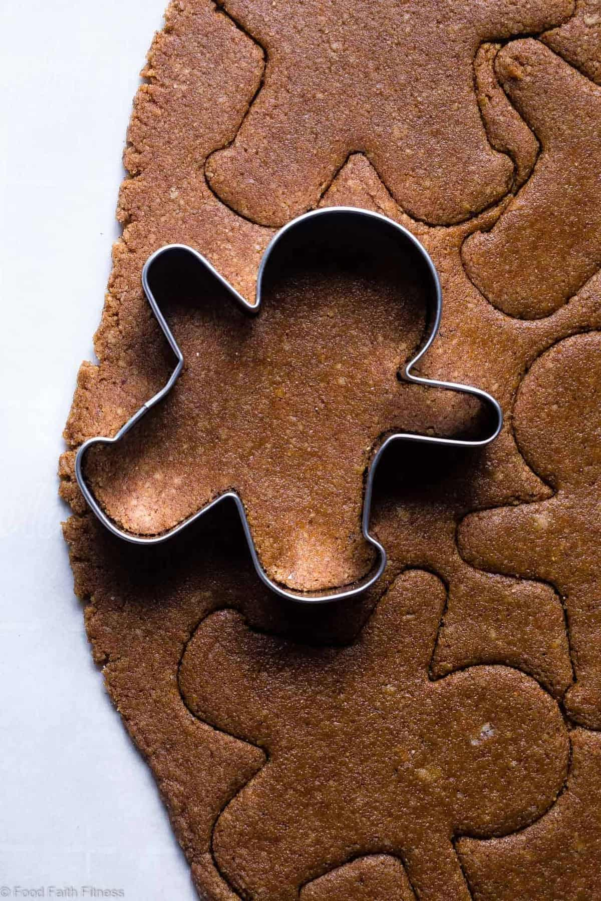 Paleo Healthy Gluten Free Gingerbread Cookies - This gluten free gingerbread cookie recipe is perfectly spicy, sweet and crispy! An easy, delicious holiday cookie that no one will know are healthy and gluten/grain/dairy/refined sugar free! | #Foodfaithfitness |