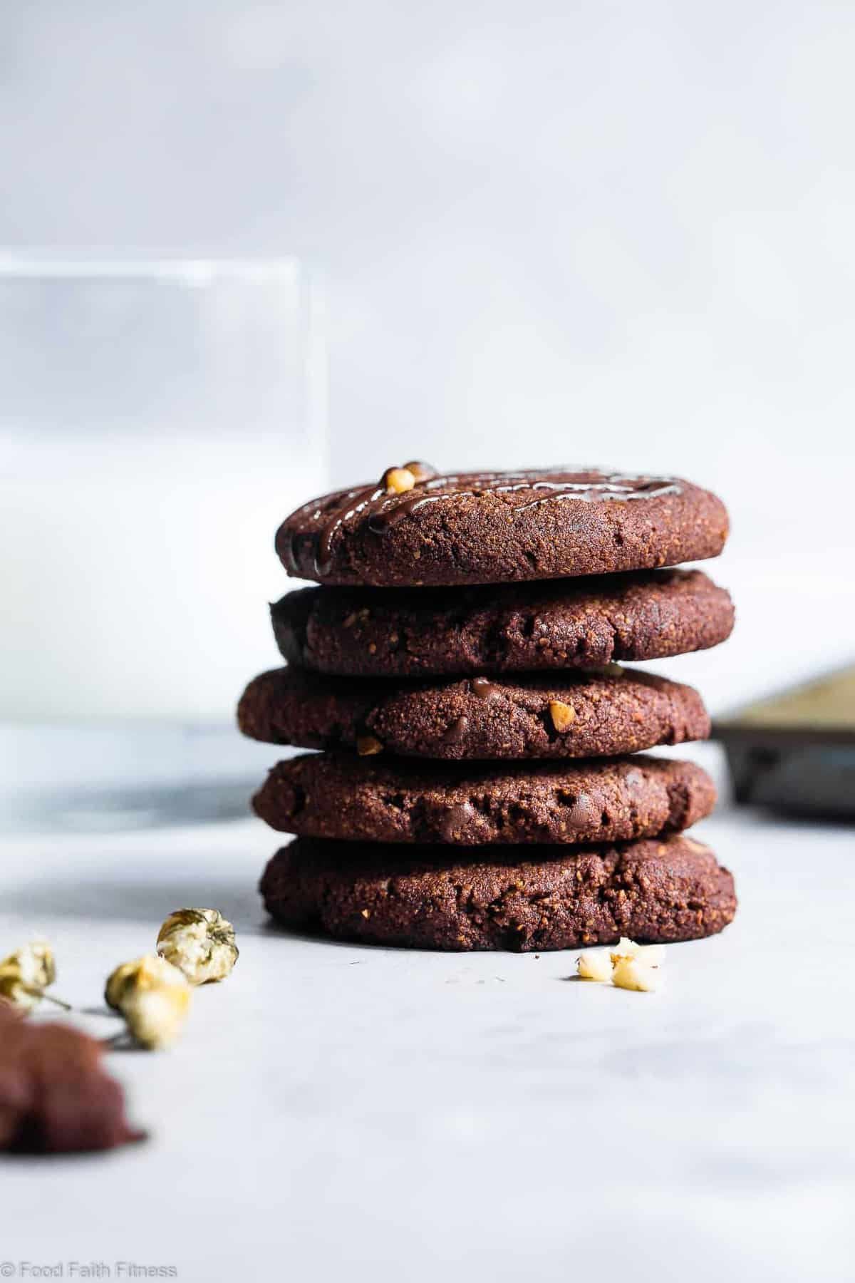 Vegan Gluten Free Brownie Cookies - These healthy and gluten free Chocolate Brownie Cookies are like always getting the edge piece - SO dense and chewy! You won't believe they're gluten free, paleo and only 120 calories! | #Foodfaithfitness | #Vegan #Paleo #Glutenfree #Dairyfree #Healthy