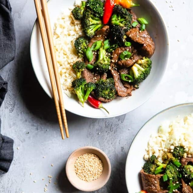 Easy Whole30 Low Carb Beef and Broccoli - This keto beef and broccoli isan EASY, one-pot weeknight meal that even picky eaters will love! So much yummier and healthier than takeout too! | #Foodfaithfitness | #Glutenfree #Keto #Paleo #Lowcarb #Whole30