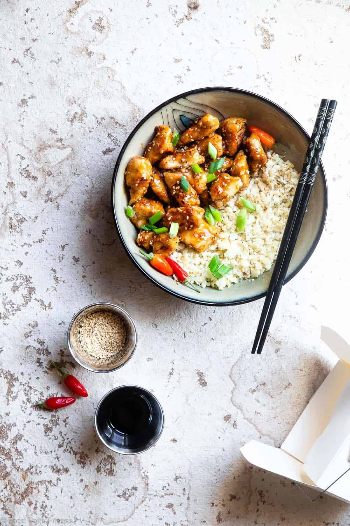 Paleo Easy Gluten Free Healthy Sesame Chicken Recipe -This paleo friendly, and sugar/grain/dairy and gluten freeCRISPY easy Sesame Chicken tastes just like takeout but is SO much better for you! Aquick dinner that the whole family will love! | #Foodfaithfitness | #Glutenfree #Paleo #Whole30 #Sugarfree #Healthy