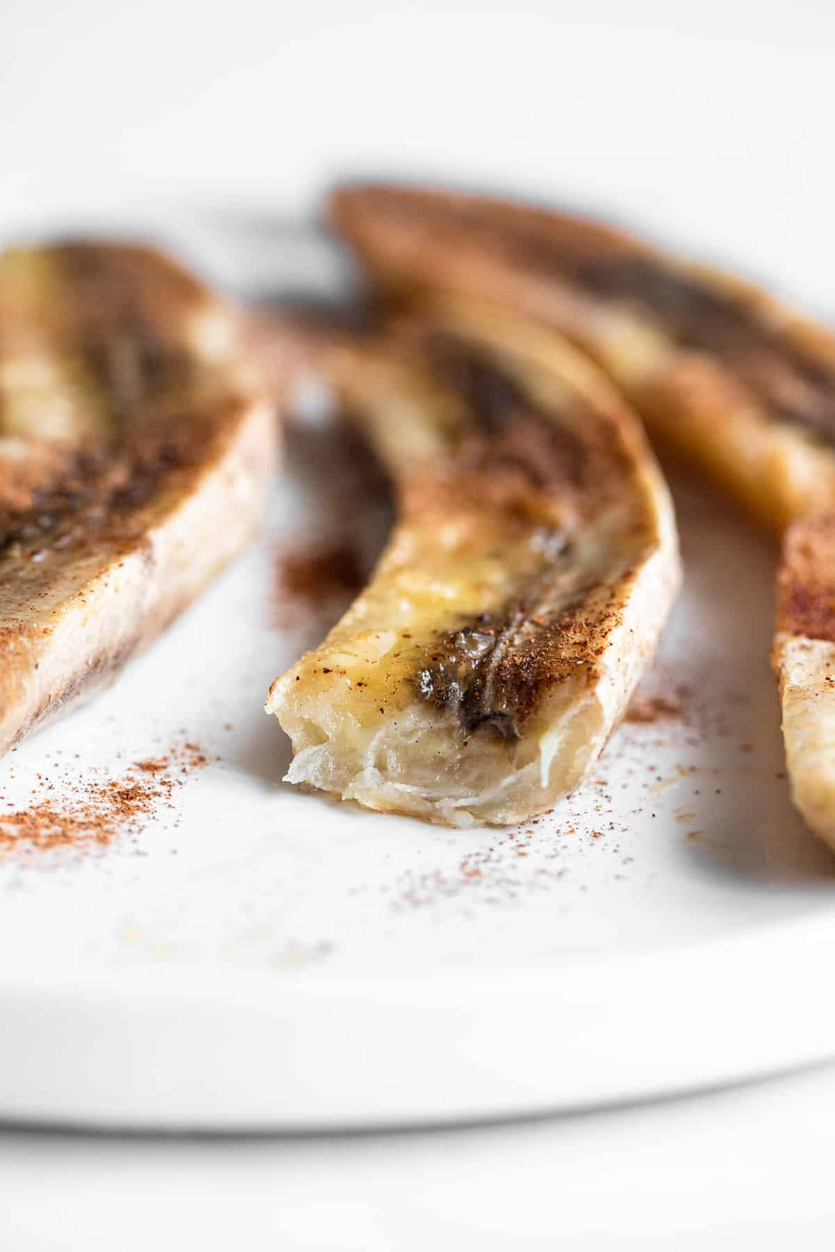 sliced baked bananas with cinnamon on top