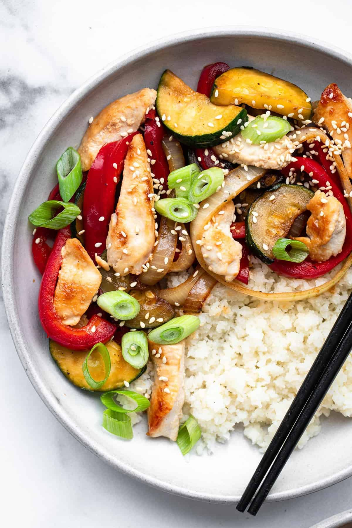 close of up of low carb keto chicken stir fry with cauliflower rice