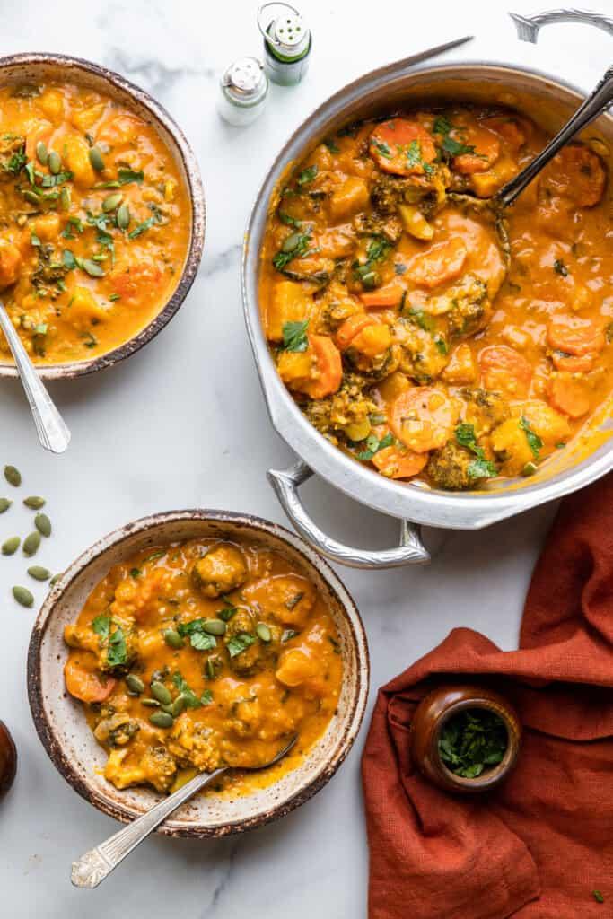 2 bowls and a pot of Thai Pumpkin Curry